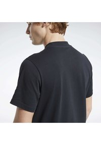 Reebok Classic - CLASSICS SPLIT VECTOR T-SHIRT - Print T-shirt - black - 5