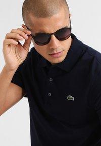 Le Specs - SWIZZLE LE THOUGH - Sunglasses - smoke grad - 0