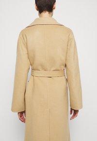 Alberta Ferretti - Klasický kabát - pink/beige - 4