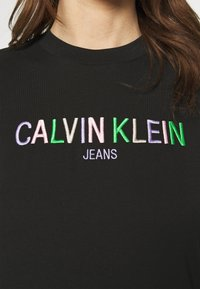 Calvin Klein Jeans - LOGO TEE - Camiseta estampada - black - 4