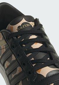 adidas Originals - BRYONY  - Matalavartiset tennarit - gold - 6