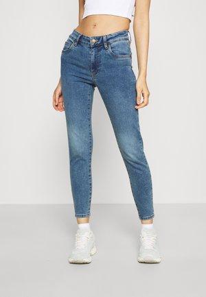 MID RISE CROPPED - Skinny džíny - lucky blue