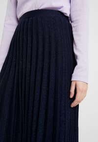 White Stuff - STEM SHIMMER SKIRT - Jupe trapèze - navy - 4