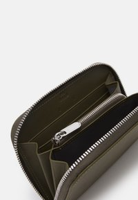 PB 0110 - Wallet - dark olive - 2