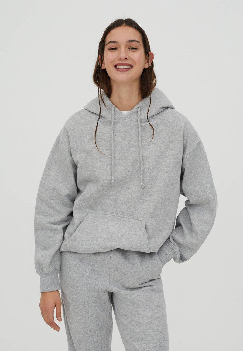 PULL&BEAR - Luvtröja - grey