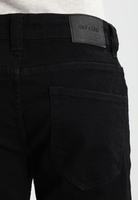 Only & Sons - ONSWARP - Vaqueros pitillo - black denim - 3