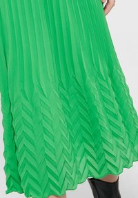 ONLY - MIDIROCK PLEATED - A-line skirt - kelly green - 3