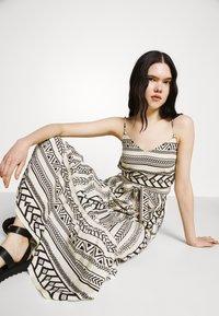 Vero Moda - VMDICTHE SINGLET ANCLE DRESS - Maxi dress - birch/dicthe/black - 3