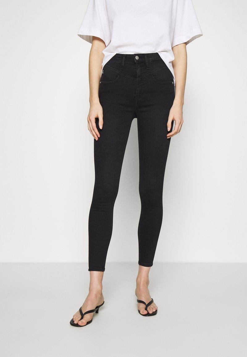 Calvin Klein Jeans - HIGH RISE SUPER SKINNY ANKLE - Jeans Skinny - washed black yoke