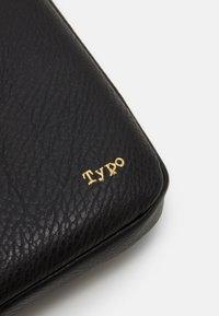 TYPO - CORE LAPTOP COVER 13 INCH UNISEX - Laptop bag - black - 3