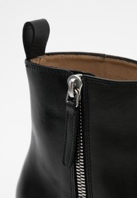 Royal RepubliQ - HANDCRAFTED HUNTER - Classic ankle boots - black - 5