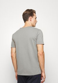 Lindbergh - WASHED TEE - Basic T-shirt - grey - 2