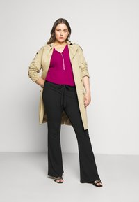 CAPSULE by Simply Be - ZIP FRONT BLOUSE - Blouse - magenta - 1