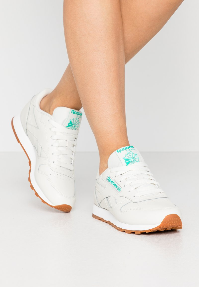 Reebok Classic - CLASSIC - Sneakersy niskie - chalk/green/white