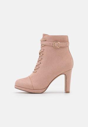 Šněrovací kotníkové boty - light pink