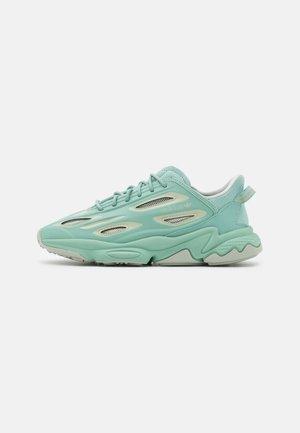 OZWEEGO HELMET OPEN - Sneakersy niskie - hazel green/half green/white tint