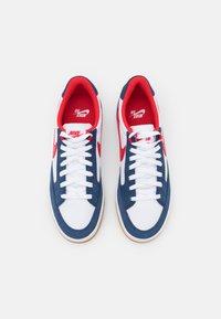 Nike SB - ADVERSARY PREMIUM UNISEX - Trainers - navy/university red/white - 3