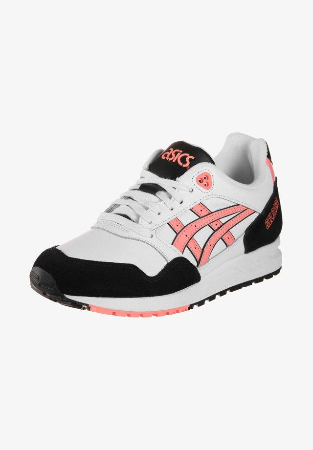 GELSAGA - Sneakers laag - white/suncoral
