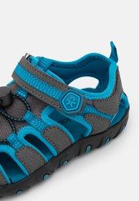 Color Kids - TOE CAP UNISEX - Chodecké sandály - turkish tile - 5
