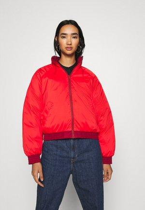 LYDIA REVERSIBLE PUFFER - Winter jacket - poppy red