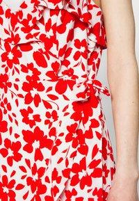 Forever New - BEA RUFFLE MINI DRESS - Robe d'été - ruby - 5