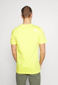 The North Face - M S/S EASY TEE - EU - T-shirt med print - lemon - 2