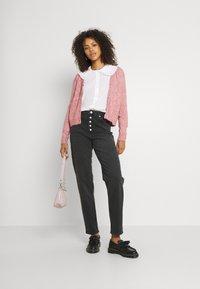 NA-KD - BUTTON CLOSURE - Straight leg jeans - grey - 1