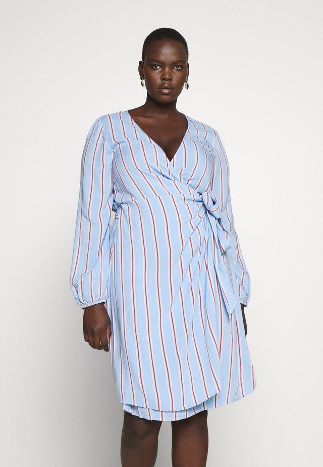 VMIDA BELOW KNEE DRESS  - Denní šaty - placid blue/multi colors