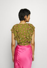 Who What Wear - RUFFLE WRAP - Blouse - army/pink - 2