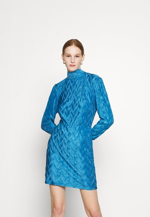 MINI PLISSE DRESS WITH LONG SLEEVES HIGH NECK AND TIE BACK - Koktejlové šaty / šaty na párty - blue