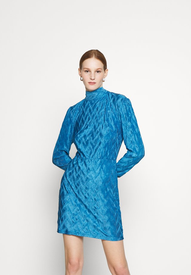 MINI PLISSE DRESS WITH LONG SLEEVES HIGH NECK AND TIE BACK - Vestito elegante - blue