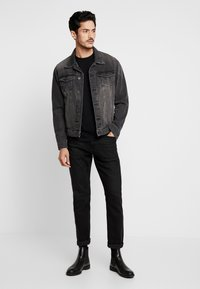 Selected Homme - SLHMORGAN O-NECK TEE - Basic T-shirt - black - 1