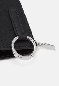 Calvin Klein - WALLET CLIP ON RING - Wallet - black - 4