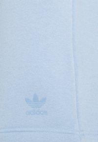 adidas Originals - TREF UNISEX - Shorts - ambient sky - 2