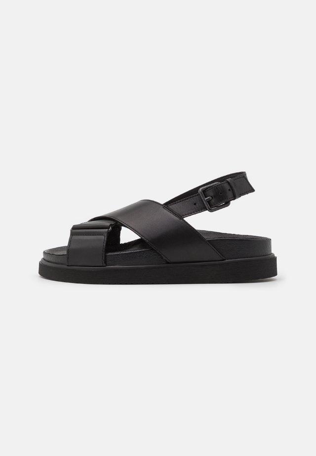 DARCIE - Sandalen met plateauzool - black