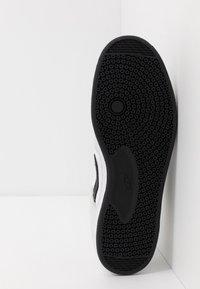 Nike SB - ALLEYOOP UNISEX - Obuwie deskorolkowe - white/black - 4