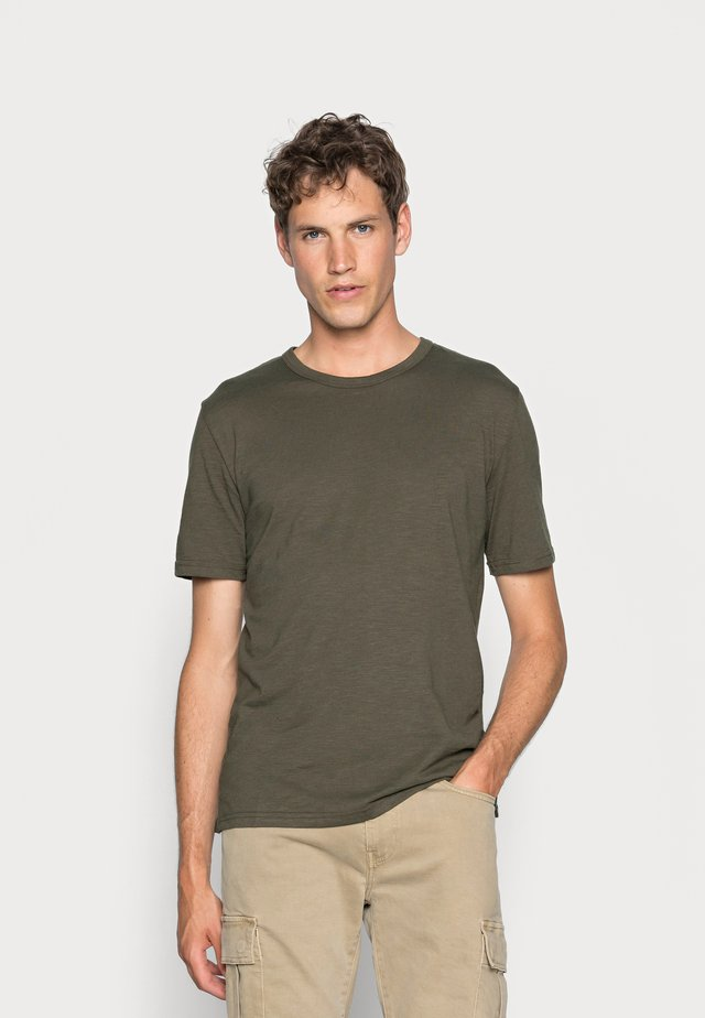 DELTA - Basic T-shirt - racing green