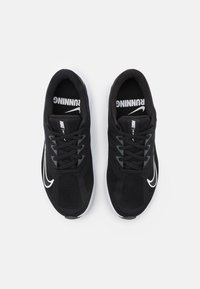 Nike Performance - QUEST 3 - Obuwie do biegania treningowe - black/white/iron grey - 3