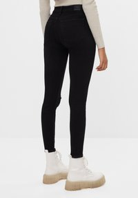 Bershka - MIT HOHEM BUND  - Jeans Skinny Fit - black - 2