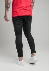 SIKSILK - CROWN DISTRESSED FLIGHT - Slim fit jeans - black - 2