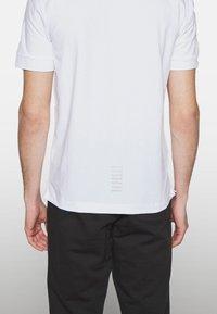 EA7 Emporio Armani - Poloshirts - white - 6
