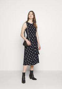Lauren Ralph Lauren - PRINTED MATTE DRESS - Žerzejové šaty - navy - 1