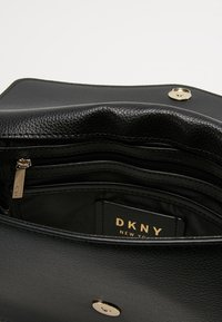 DKNY - ELISSA SHOULDER - Umhängetasche - black/gold - 4