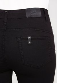 Liu Jo Jeans - BOTTOM UP DIVINE         - Trousers - nero - 5