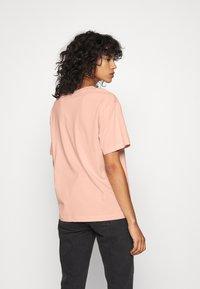 Monki - TOVI TEE - Print T-shirt - orange dusty light - 2