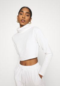 Glamorous - OVERSIZED CROP WITH LONG SLEEVES AND HIGH NECK - Long sleeved top - white - 0