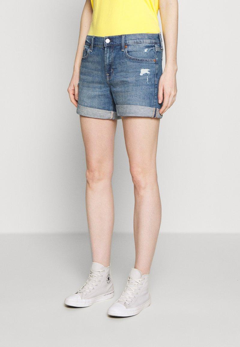 GAP - MED CINCA DEST - Denim shorts - medium indigo