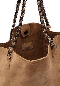 IZIA - Tote bag - camel - 3