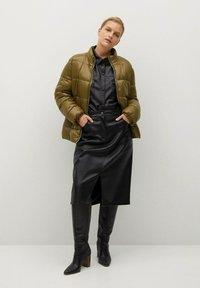 Violeta by Mango - MIT SEITLICHEN ZIPPERN - Winter jacket - mittelbraun - 1