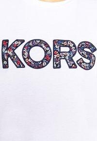 MICHAEL Michael Kors - LOGO - Camiseta estampada - white - 5